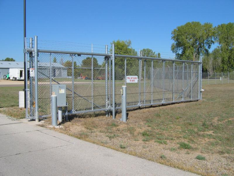 Automatic gate privacy fence
